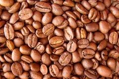 klart bruk för bakgrundskaffe Hög grillade kaffebönor Top beskådar Fotografering för Bildbyråer