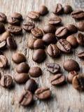 klart bruk för bakgrundskaffe Kornkaffe på en lantlig träbakgrund Arkivbild