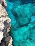 Klart vatten av Cypern arkivbild