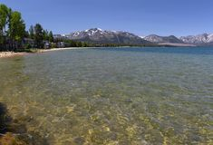 Klart vatten av Lake Tahoe Royaltyfri Foto