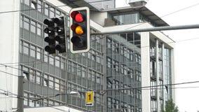 Klartecken på trafikljus och vägen lager videofilmer