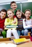 Klasgenoten in school Stock Afbeeldingen