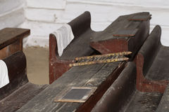 Klaslokaal, oud uitstekend houten bureau royalty-vrije stock fotografie
