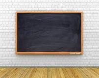 Klasowy pokój z czarnym chalkboard na ścianie, drewniana podłoga Obrazy Stock