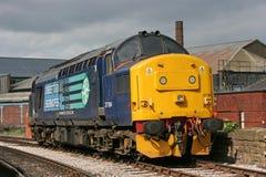 Klasse 37 37194 beim Keighley und wert Tal-Eisenbahn, West-Yo stockfotos
