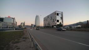 Klasse een Bedrijfsbureaugebouw in Sofia, Bulgarije stock videobeelden