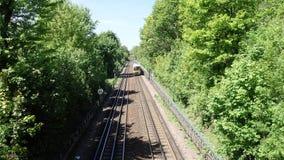 Klasse 165 van de Chilternlijn Turbo diesel trein die op Londen Marylebone naar Aylesbury-route reizen stock video