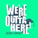 Klasse von 2020 Glückwünschen graduieren Typografie mit Kappe und T Lizenzfreies Stockbild