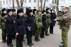 Klassen bohren herein herein das Kadettkorps der Polizei stockfotos