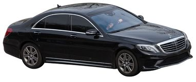 Klassenschwarzes Mercedess s auf einem transparenten Hintergrund stockfotos