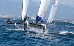 Klassensegeln Nacra 17 während der Regatta ausführlich Palma de Mallorca Lizenzfreie Stockbilder
