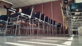 Klassenzimmerstühle Stockbild