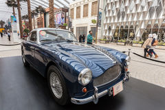 Klassiek Aston Martin in Koeweit Stock Afbeeldingen