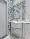 Klassiek binnenlands toilet Stock Afbeeldingen