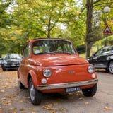 Klassiek Fiat 500 op de straat van de herfst Florence, Italië Stock Foto's