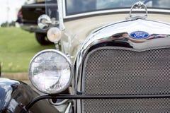 Klassiek Ford bij een auto toont royalty-vrije stock fotografie
