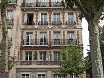 Klassiek Frans huis op de straat van Parijs. Royalty-vrije Stock Afbeeldingen