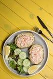 Klassiek gezond voedsel Aardappel in de schil met Marie Rose-sausgarnaal Royalty-vrije Stock Afbeeldingen