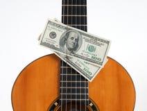 Klassiek gitaar en geld Stock Afbeeldingen
