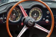 Klassiek Italiaans convertibel sportwagenbinnenland Royalty-vrije Stock Foto's