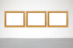 Klassiek kader op witte cementmuur in galerij Stock Fotografie