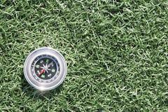 Klassiek kompas op grasgebied Royalty-vrije Stock Foto
