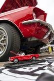 Klassiek retro Ford Mustang GT met miniatuurversie Stock Afbeelding
