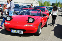 Klassiek rood Mazda mx-5 Na-Reeksen I (Mazda Miata) voorzijde Royalty-vrije Stock Foto