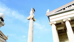 Klassiek standbeeld van godin Athena stock videobeelden