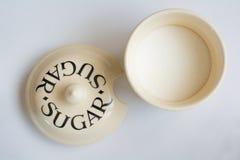 Klassiek Sugar Bowl met Deksel naast Hoogste Mening Stock Foto