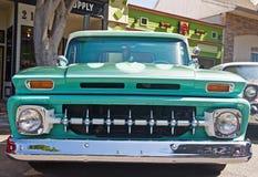 Klassieke Amerikaan neemt vrachtwagen op royalty-vrije stock afbeelding