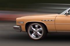 Klassieke auto in motie Royalty-vrije Stock Afbeeldingen