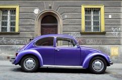 Klassieke auto op de straat Stock Afbeelding