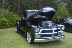 Klassieke bestelwagen Chevrolet 3100 zwarte kleur, originele motor stock foto
