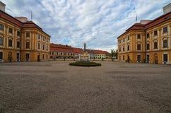 Klassieke brede hoekmening van beroemd barok paleis in Jaromerice-nad Rokytnou Beroemde toeristische plaats en reisbestemming royalty-vrije stock afbeeldingen