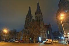 Klassieke brede hoekmening van Heilige Nicholas Roman Catholic Cathedral bij nacht Mooie nachtcityscape royalty-vrije stock afbeelding