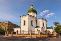 Klassieke brede hoekmening van historische buiten orthodoxe de godsdienstvoorgevel van Mykola Prytyska Church tijdens zonnige de  stock fotografie