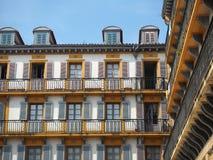 Klassieke buildng in San Sebastian, Spanje stock afbeeldingen