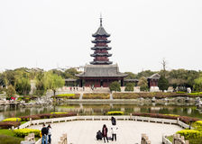 Klassieke Chinese tuin met pagode in de lente Royalty-vrije Stock Fotografie
