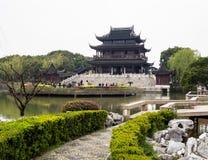 Klassieke Chinese tuin met paviljoen Stock Foto's