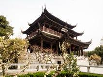 Klassieke Chinese tuin met paviljoen Royalty-vrije Stock Afbeeldingen