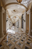 Klassieke de colonnadegang van de luxe Stock Afbeeldingen