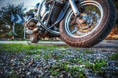 Klassieke die motorfiets van de grond in hdr wordt gezien stock afbeelding