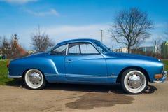 Klassieke Duitse auto Volkswagen Karmann Ghia Royalty-vrije Stock Afbeeldingen