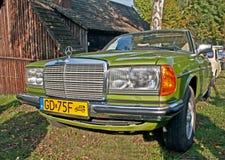 Klassieke geparkeerde Mercedes Benz Stock Foto's