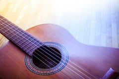 Klassieke gitaar en koorden, professioneel instrument stock afbeeldingen