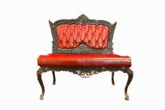 Klassieke glanzende rode stoel, die op een witte rug wordt geïsoleerd stock afbeelding