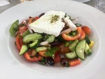 Klassieke Griekse salade Verse vegetarische maaltijd Gezond voedsel stock foto's