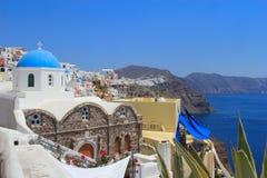 Klassieke Griekse stijlkerk in Santorini, Griekenland Stock Afbeeldingen