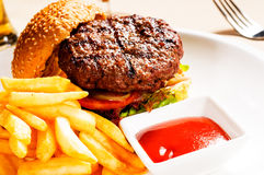 Klassieke hamburgersandwich Stock Afbeelding